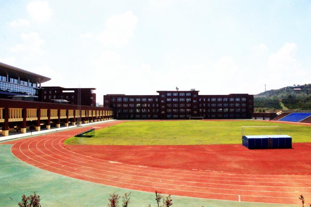 高区召开全区教育体育系统校长工作会